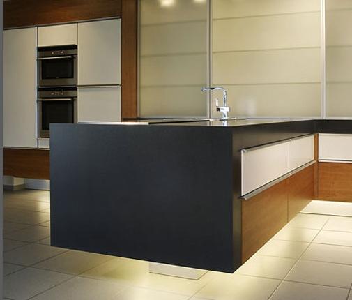ausdrucksstarke einbauk chen nach ihren w nschen gefertigt. Black Bedroom Furniture Sets. Home Design Ideas