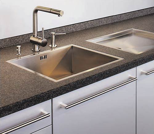 Our innovative design expertise can be recognized looking at the flashed and brushed natural stone worktop, flush-fitted stainless steel sink, aluminium fronts and stainless steel bar handles. Kitchen culture with modern interpretation.